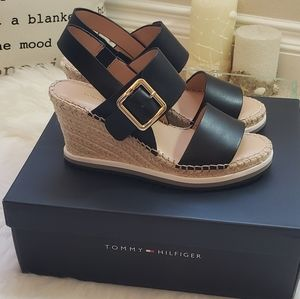 Tommy Hilfiger yazzy wedge sandal size 6